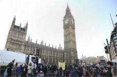 贫困生补助金取消?英国大学生举办抗议大游行
