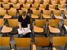 美国名校教授揭露研究生录取内幕 GRE成绩不够初审都过不了