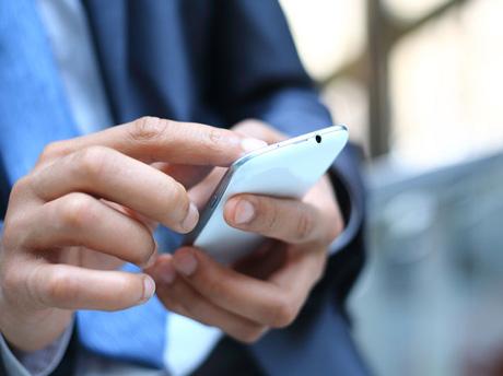 雅思课外读物--How come smartphones become your boss?