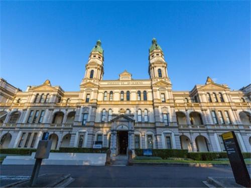 澳洲首都最大的大学 堪培拉大学校园景观
