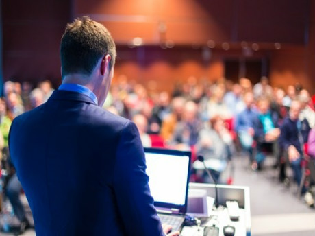 星巴克CEO在亚利桑那州立大学毕业演讲:成大事者,当知分享