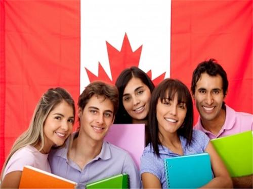 中国赴加拿大留学生人数赶超印度和韩国 连续两年成最大输出国