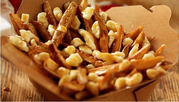 """薯条奶酪加肉汁 揭秘加拿大""""国菜""""背后的黑历史"""