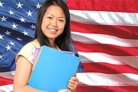 美国留学申请录取率下降 美国大学为何要限制亚裔学生名额?