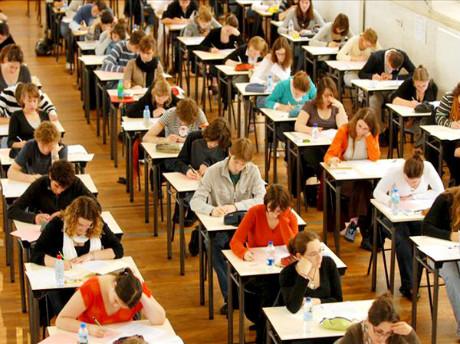 中国女生海外SAT考试作弊被抓现行