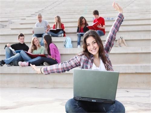 双语阅读 国内学子接受海外教育的价值:登高望远