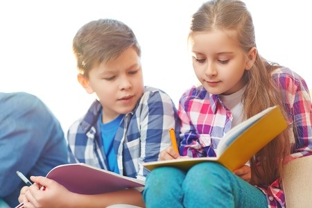 新托福写作真题:How should your school spend a gift of money?解析+范文