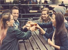 【每日晨读】经济学人GRE双语阅读 啤酒饮用形状改变一切