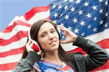 美国独立日是怎么回事?独立日假期美国人举行烟火表演