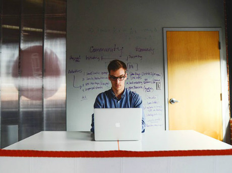 雅思口语话题Part3范文: Describe a website that helps a lot