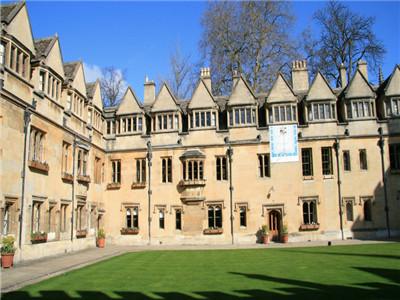谁说没钱不能去英国留学?物价最低的英国大学排行榜拿走不谢