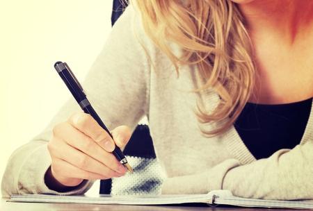 英国留学推荐信有套路 掌握这5步造一封牛推!