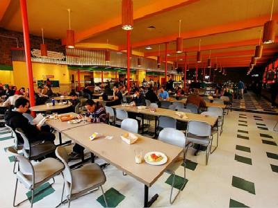 留美学生餐费比普通居民高 不少学生吃不起饭