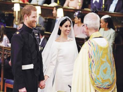 英国皇室婚礼:梅根的纪梵希婚纱着装细节