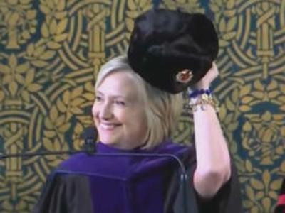 耶鲁大学2018毕业典礼 希拉里发表演讲