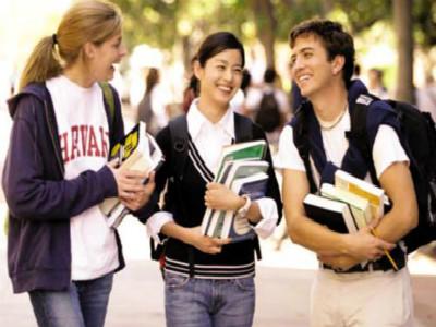 """海外高校争抢中国留学生 多国抛出""""橄榄枝"""""""