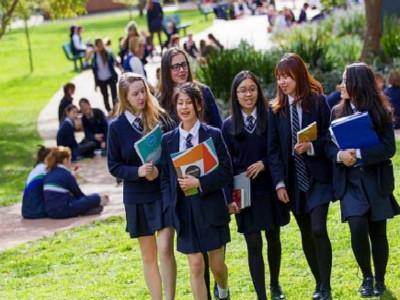 中考后出国读国际班好吗?留学费用究竟要多少?