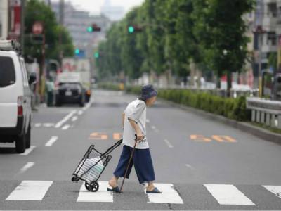 上海老龄化程度远超全国平均水平 我国护理人才不足