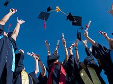 留学生回国就业现状如何?行业收入数据对比