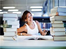 托福写作高分满分范文点评和思路解析:看书学习还是实践经验?