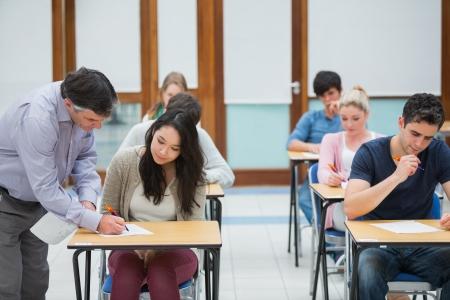 低龄留学选择美国还是英国?英美中学学术大对比